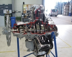Sectioned_engine_Aerometal_prepared_for_display